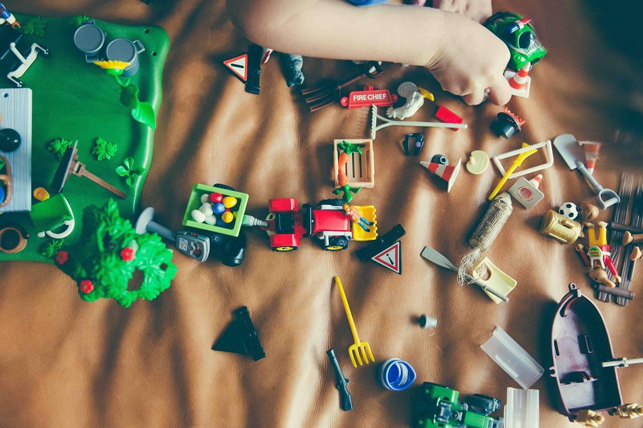 5 Tips Memilih Mainan Anak yang Cocok untuk Dibawa di Pesawat